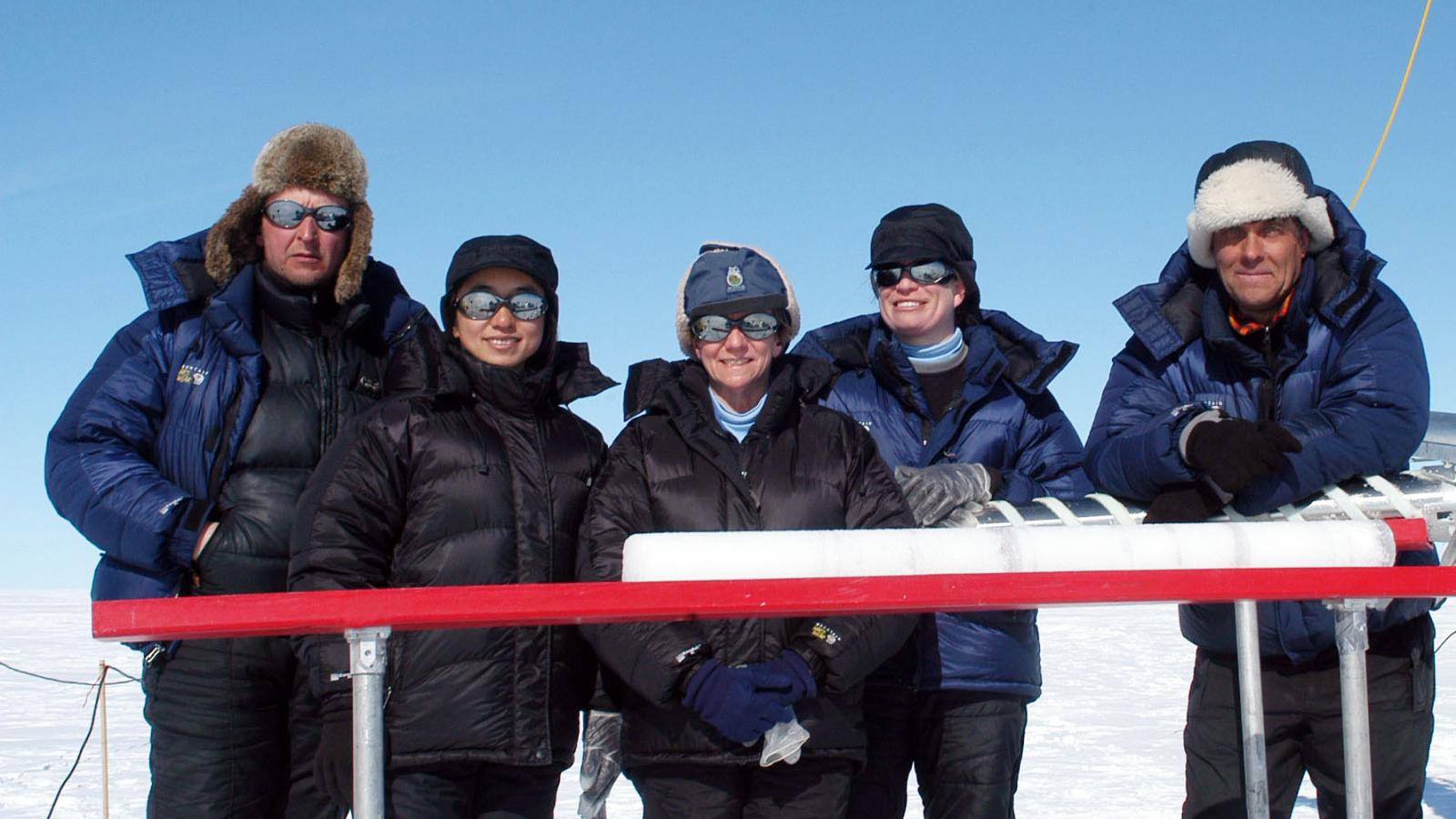 Field team in Greenland drilling ice cores